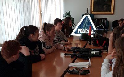 Učenci VNN na policijski postaji